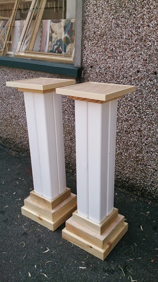 Display pillars